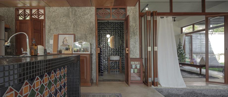 ประตูไม้โบราณ กลิ่นอายสไตล์แบบบ้านไทยย้อนยุค