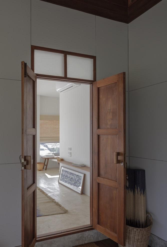 ประตูไม้แบบบ้านโบราณ