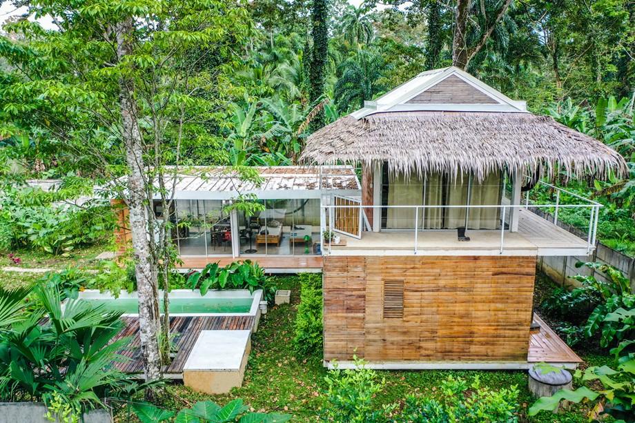 บ้านโครงสร้างเหล็กคลุมวัสดุธรรมชาตื
