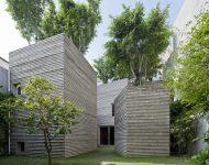 บ้านคอนกรีตทรงกล่องปลูกต้นไม้บนดาดฟ้า