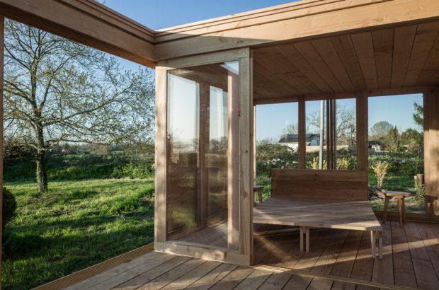 บ้านไม้สำเร็จรูปผนังกระจก