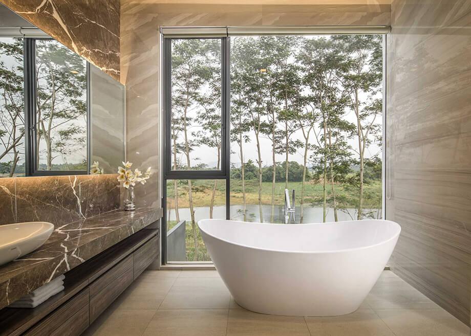 อ่างอาบน้ำทรงโค้ง