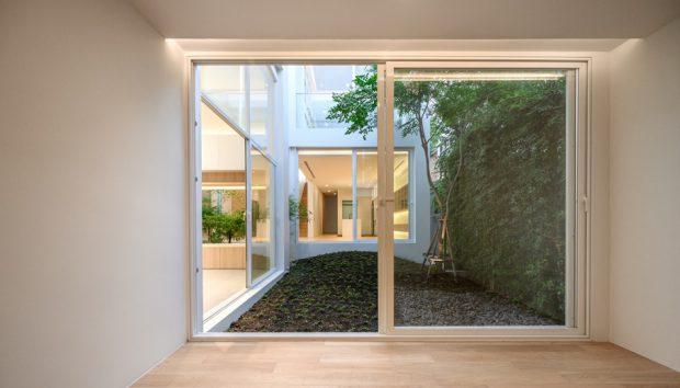 ผนังกระจกเปิดเชื่อมต่อสวน