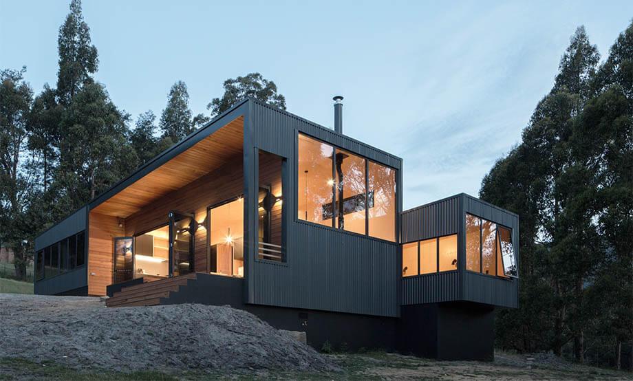 บ้านผนังสีมืด