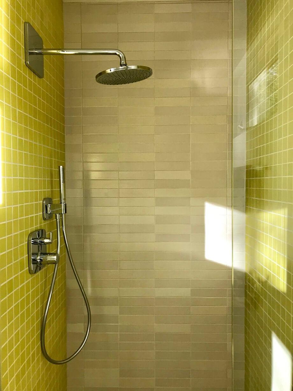 กระเบื้องห้องน้ำสีเขียวมะนาว