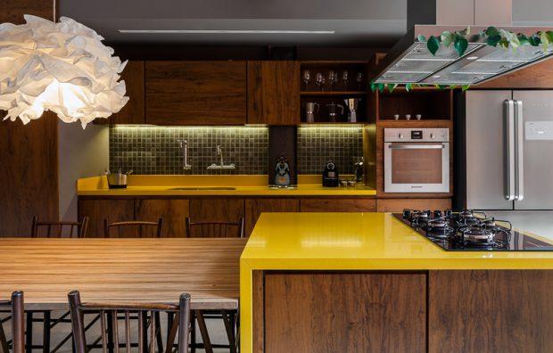 เคาน์เตอร์ครัวสีเหลืองสด