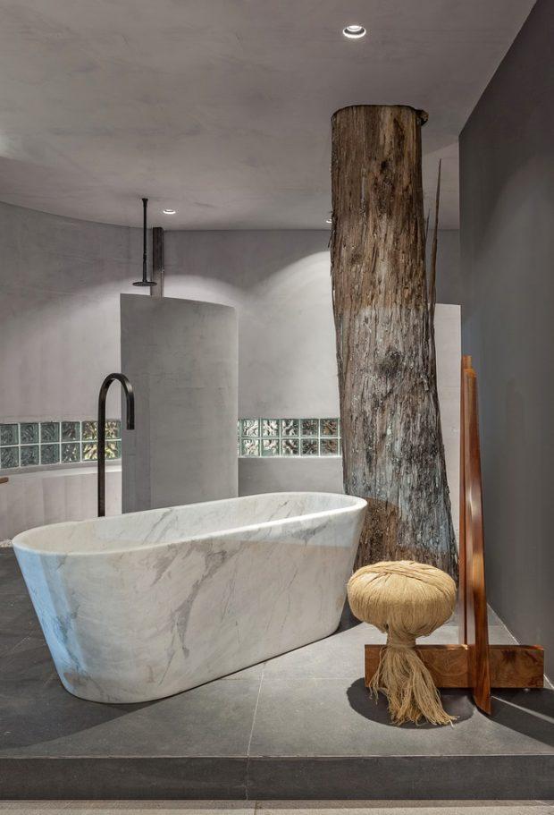 ห้องอาบน้ำมีต้นไม้อยู่ข้างใน