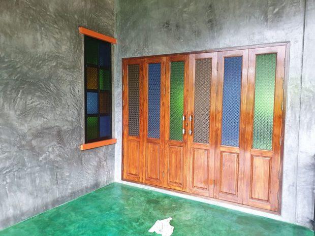 ประตูหน้าต่างตกแต่งกระจกสี