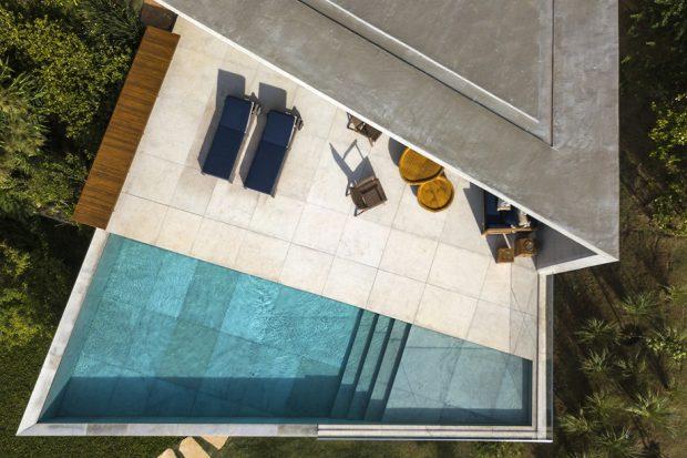พื้นที่อาบแดดและสระว่ายน้ำ