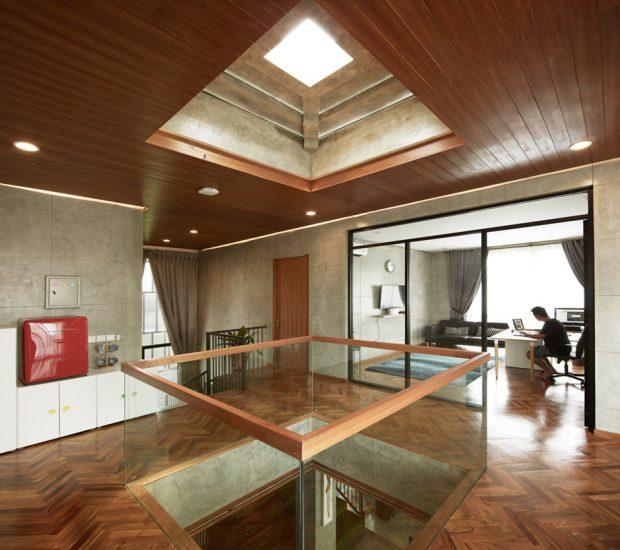 ช่องว่างกลางบ้านและ skylight