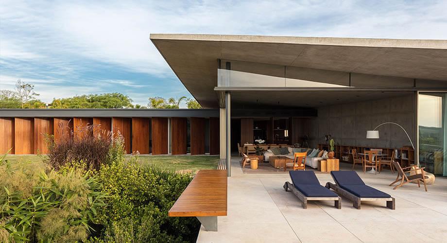 บ้านคอนกรีตและงานไม้