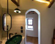 ประตูห้องน้ำโค้ง ๆ