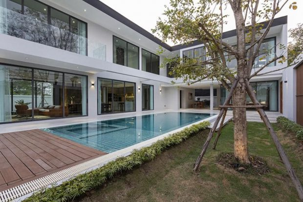 บ้าน Modern รูปตัว L มีสระว่ายน้ำ