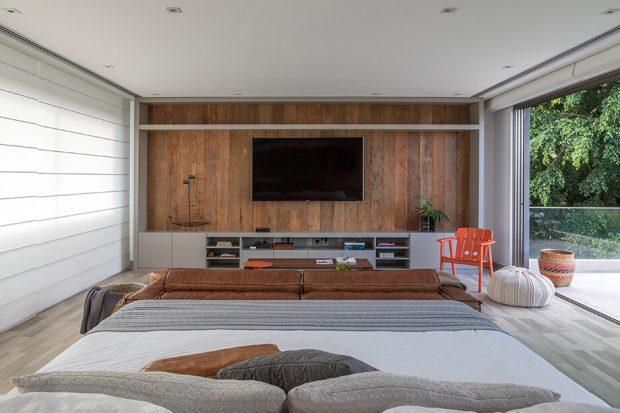 กรุผนังห้องนอนด้วยงานไม้