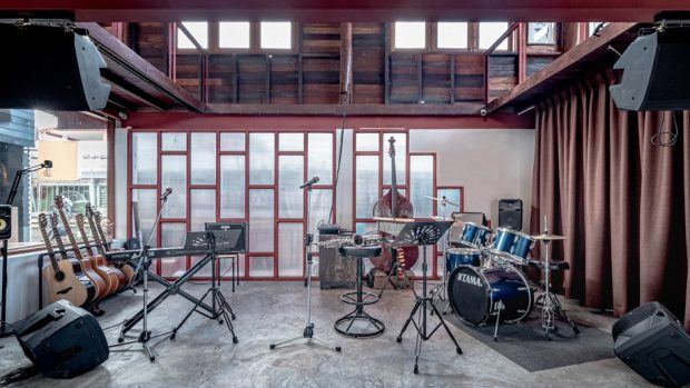 พื้นที่แสดงดนตรีชั้นล่าง
