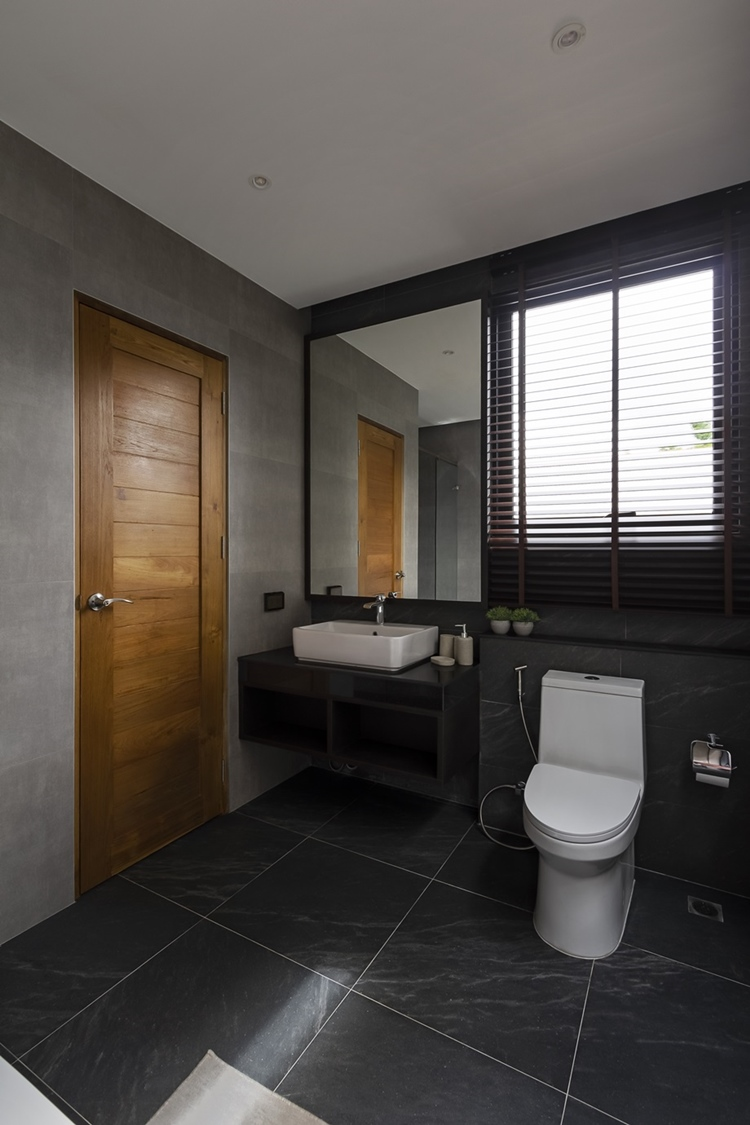 ห้องน้ำชั้นบน