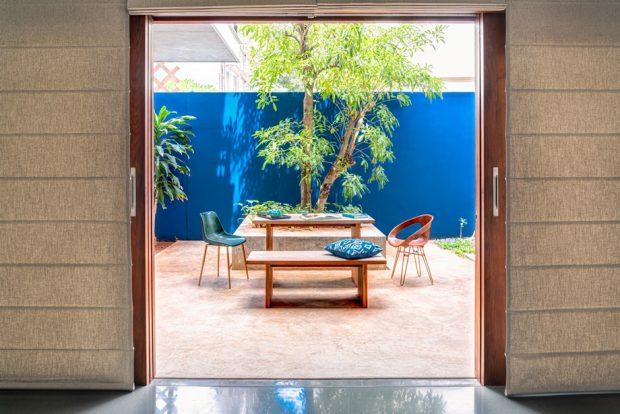 ประตูเปิดกว้างเชื่อมต่อสวน