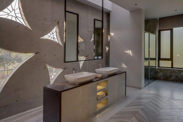 ห้องน้ำตกแต่งแสงเงาลายเรขาคณิต