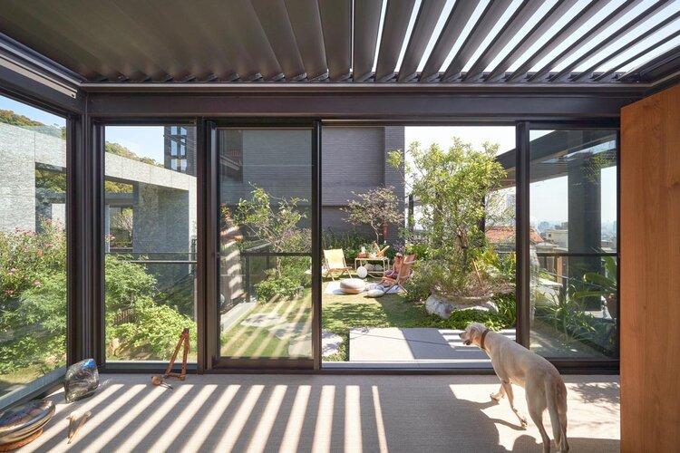 ผนังกระจกเชื่อมต่อสวน
