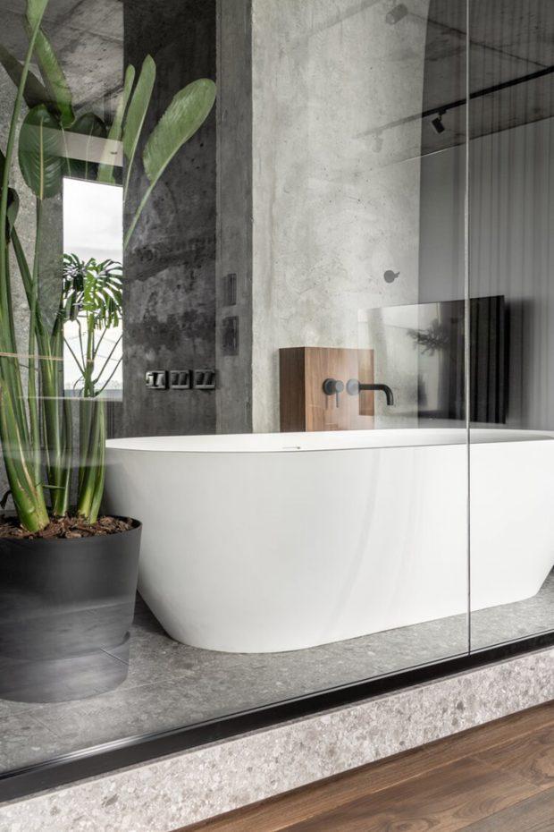 อ่างอาบน้ำทรงรีสีขาว