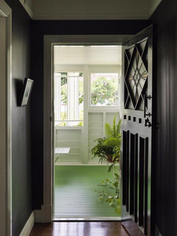 ประตูเหล็กดัดสีดำ
