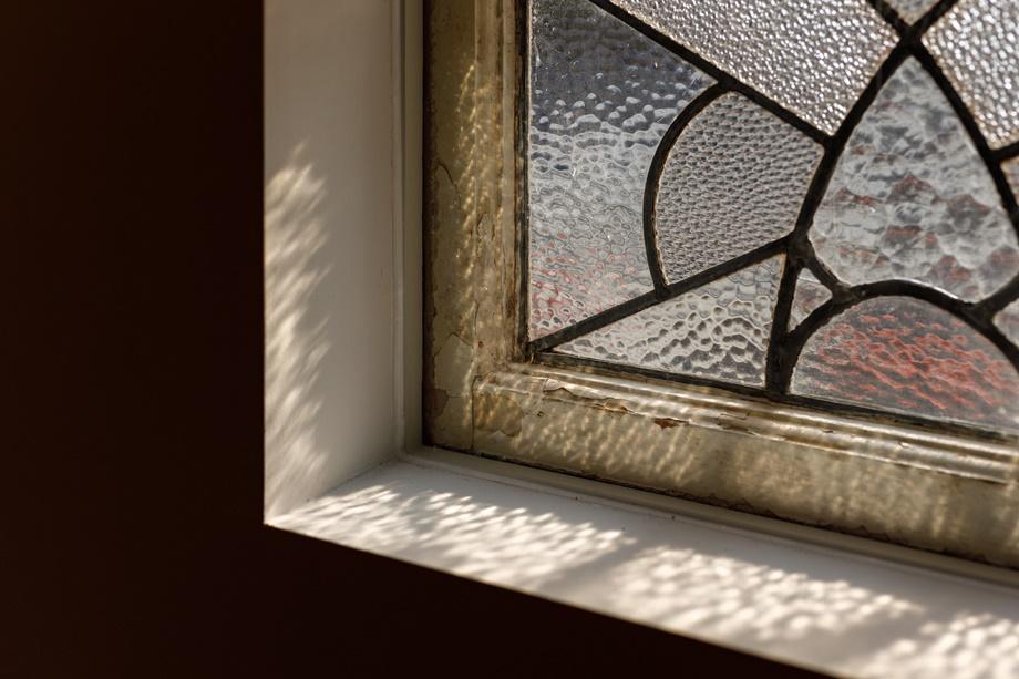 หน้าต่างกระจกฝ้าหลากสี
