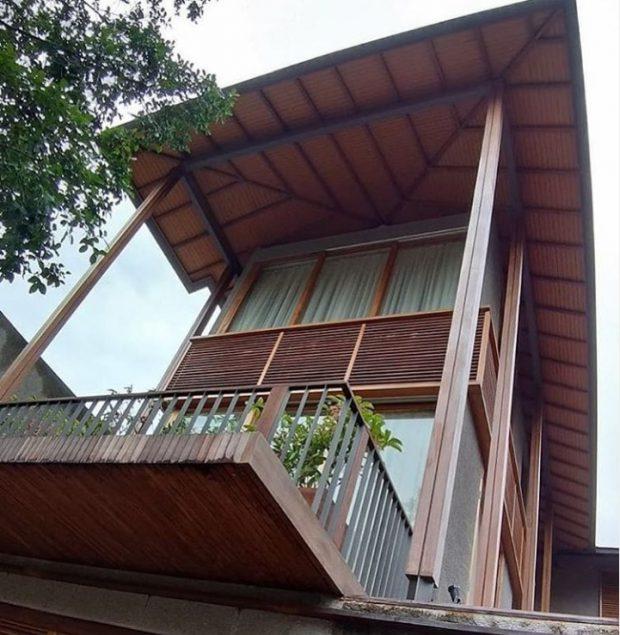 บ้านไม้สองชั้นแบบเขตร้อนชื้น