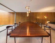 โต๊ะทานข้าวไม้ขนาดใหญ่