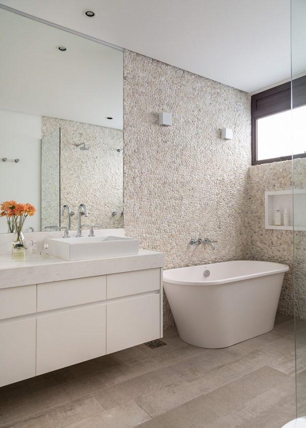 ห้องน้ำโทนสีขาวโปร่งๆ