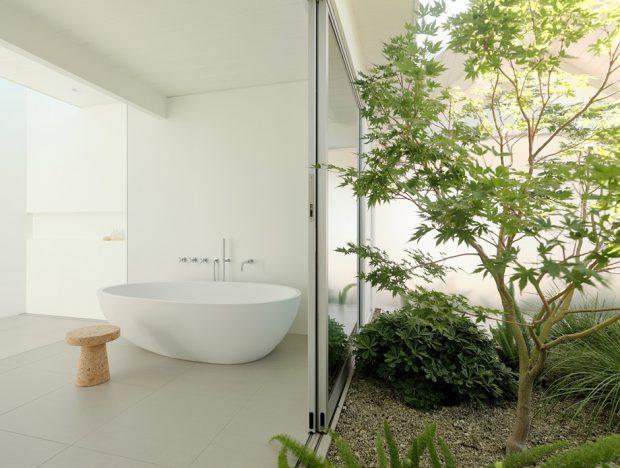 ห้องอาบน้ำเปิดเชื่อมต่อสวน
