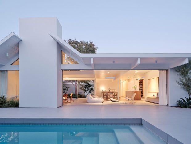 บ้านเปิดเชื่อมต่อสระว่ายน้ำ