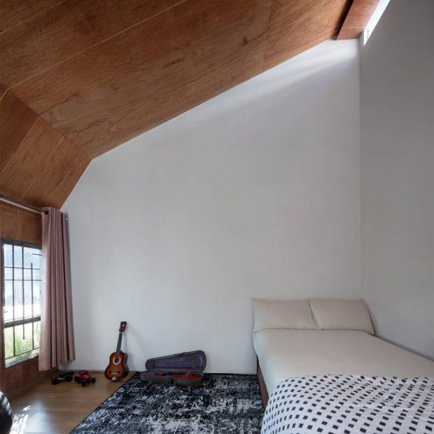 ห้องนอนเพดานเฉียงสูง