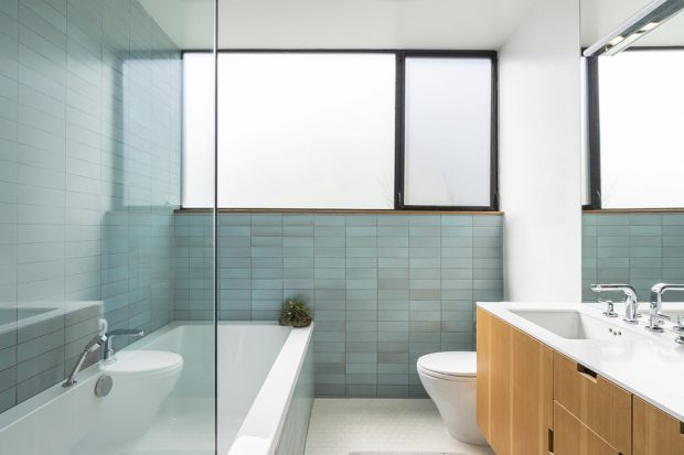 ห้องน้ำที่โปร่งและสว่าง