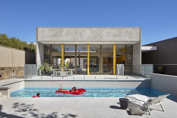 บ้านมีสระว่ายน้ำส่วนตัว
