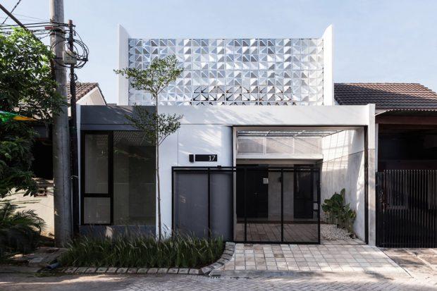 บ้านโมเดิร์นหลังเล็กสีขาวดำ