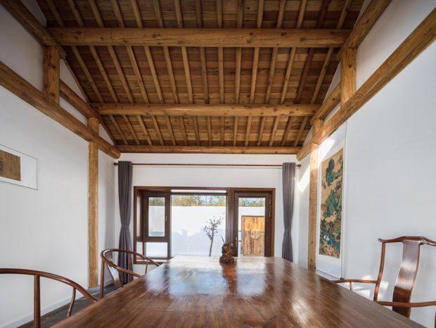 เพดานโชว์โครงหลังคาไม้เก่า