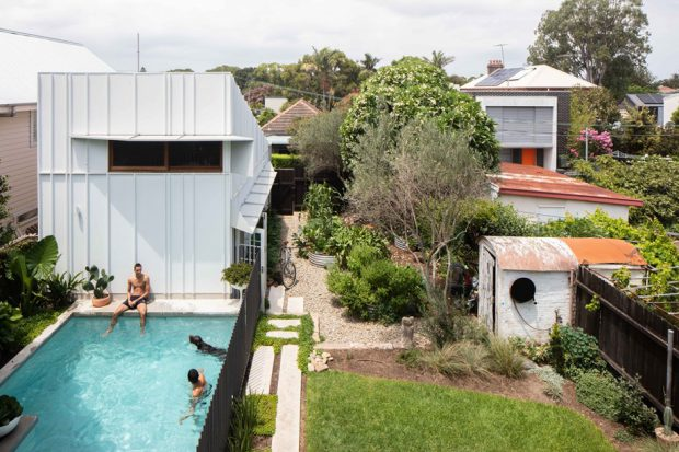 สระว่ายน้ำในบ้าน