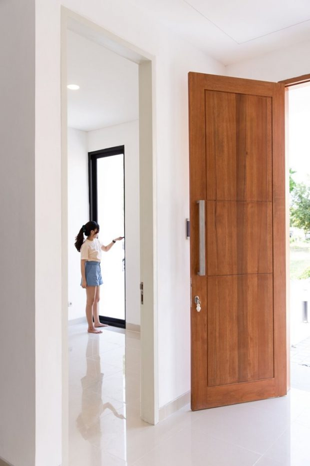ประตูไม้ขนาดใหญ่