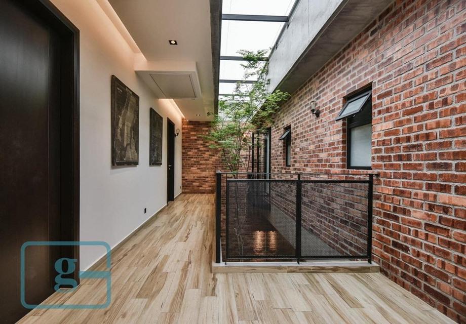 ช่องว่างในบ้านมี skylight