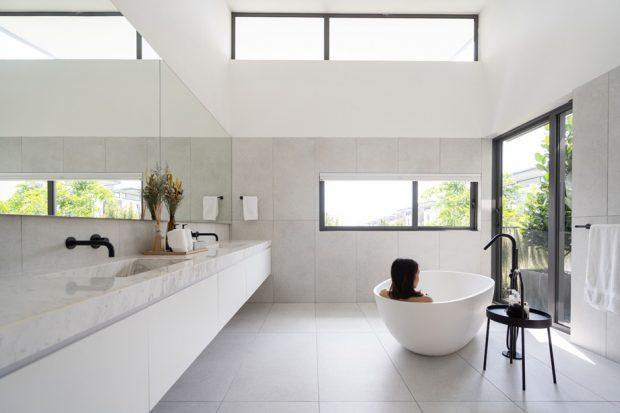 ห้องอาบน้ำสีขาว