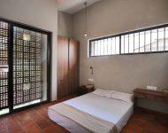 ห้องนอนผนังกระจกฟาซาดอิฐช่องลม