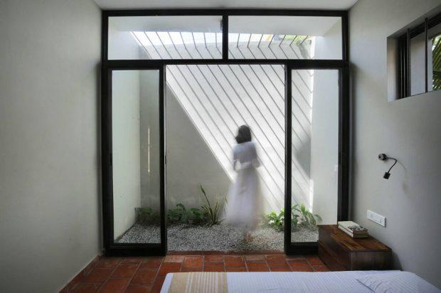 ห้องนอนประตูกระจกเชื่อมสวนส่วนตัว