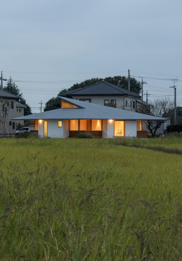 บ้านชั้นเดียวทรงจตุรัสหลังคาปั้นหยาแบบญี่ปุ่น