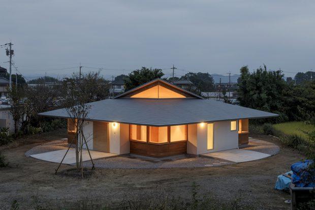 บ้านชั้นเดียวหลังคาเฉียงสูงแบบญี่ปุ่น
