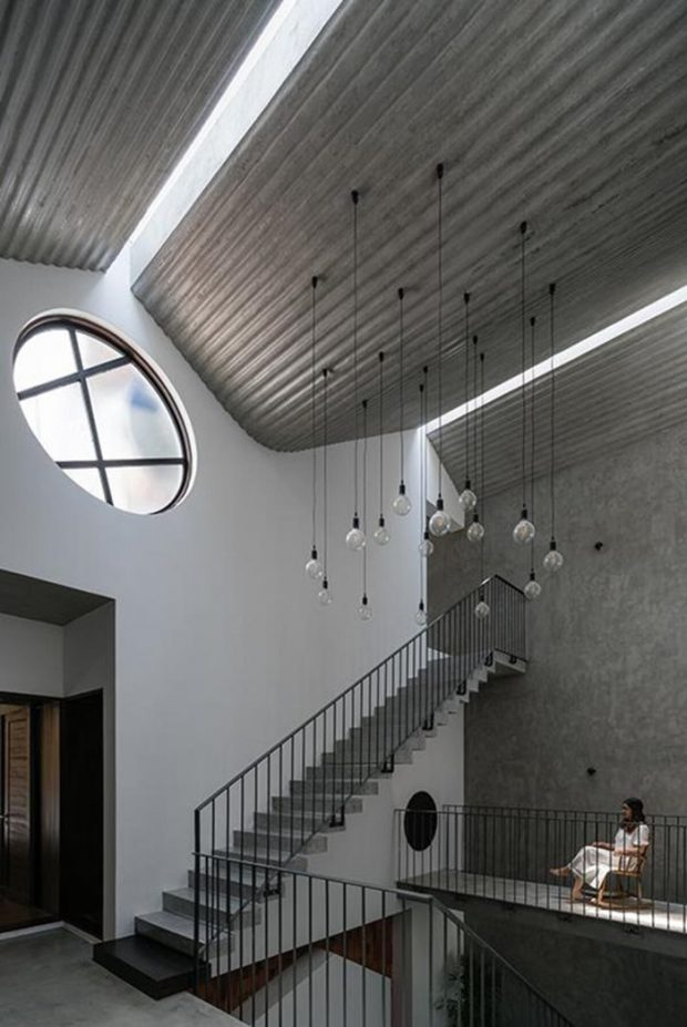 เพดานคอนกรีตมีช่องแสง skylight