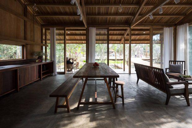 บ้านเปิดพื้นที่และผนังโล่ง ๆ