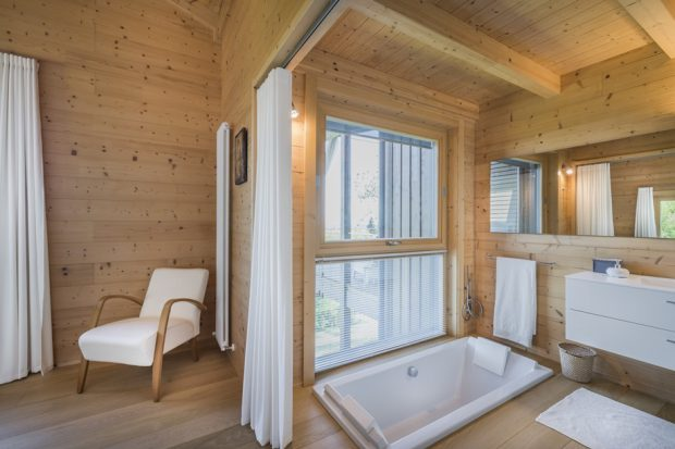 ห้องอาบน้ำตกแต่งไม้
