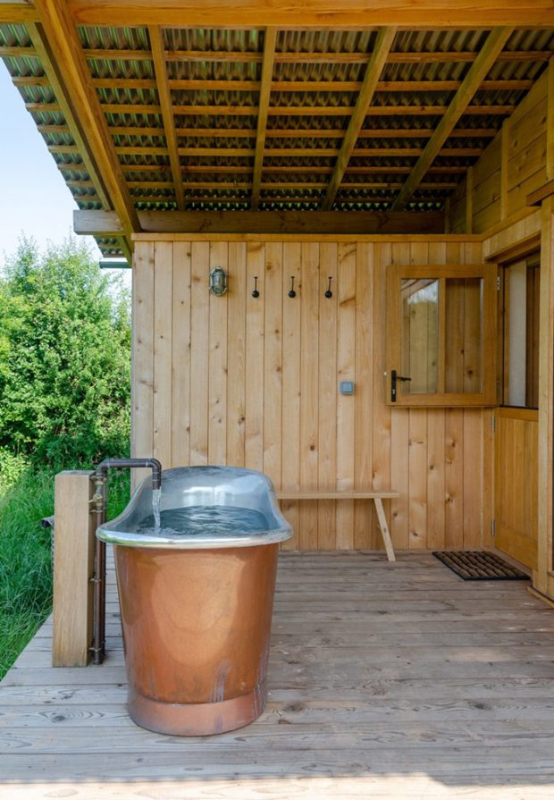 ห้องอาบน้ำนอกบ้าน