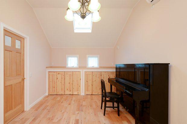 ห้องซ้อมเปียโนใต้หลังคา