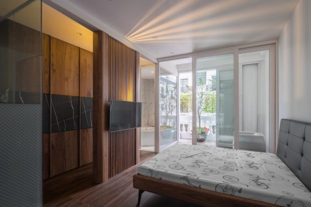 ห้องนอนผนังกระจกโปร่งๆ